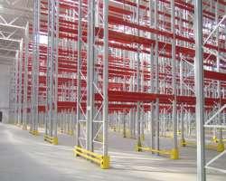 Как выбрать складские металлические стеллажи